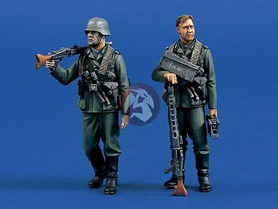 Verlinden 1/35 German Machine Gunners on the Move WWII (2 Figures) [Resin] 687