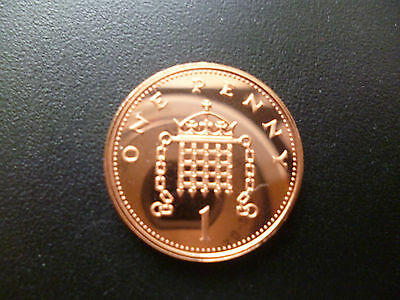 1996 PROOF PENNY PIECE FROM A ROYAL MINT PROOF SET. 1996 1p COIN CAPSULED.