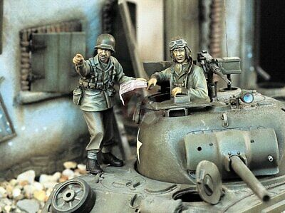 "Verlinden 1/35 ""That Way"" US GI giving direction to Tanker WWII (2 Figures) 1100"