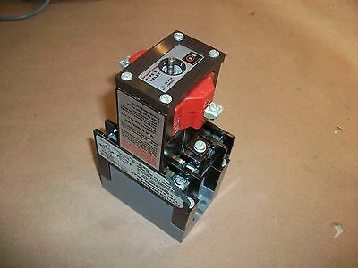 Cutler Hammer Type M Latched Relay D23MR402     120V coil
