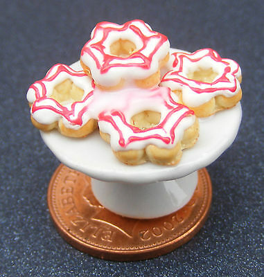 1;12 Scale 5 Red & White Donuts On A Stand Dolls House Miniatures Dining Room s9