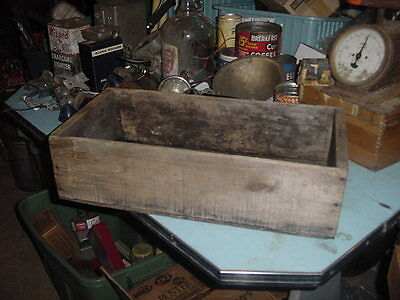 ANTIQUE WOOD SHABBY BOX VINTAGE PRIMITIVE 21 x 10 x 5