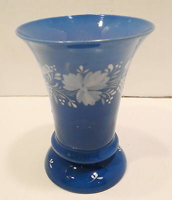 DECORATIVE COLLECTABLE HAND BLOWN, HAND PAINTED 5 INCH BLUE VASE