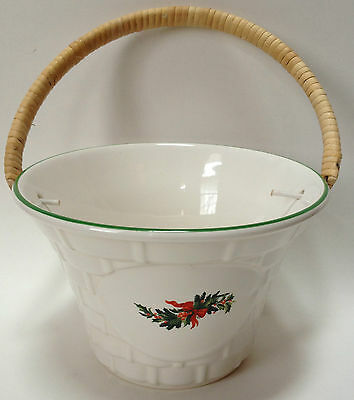 Pfaltzgraff Christmas Heritage Basket With Handle Holly Berries
