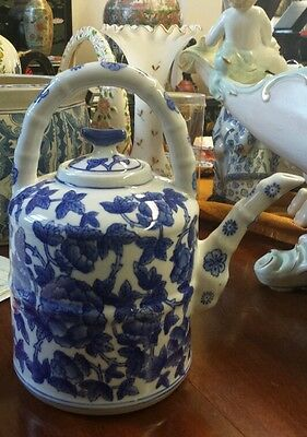 RARE UNIQUE BOMBAY TEAPOT HAND PAINTED & SIGNED IN CHINESE BY A MASTERFUL ARTIST