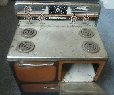 Vintage1950s metal Wolverine Stove Oven Cook Kitchen Toy with accessories