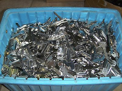 Large Lot of Misc Key Blanks   3 +  lbs  HOUSE, CAR, etc . UN-CUT. FREE SHIPPING