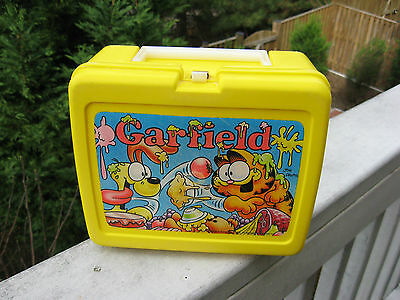 Vintage 1978 GARFIELD THERMOS YELLOW PLASTIC LUNCHBOX NO THERMOS