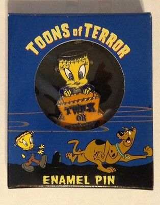 1998 Warner Bros Looney Tunes Toons of Terror Tweety Bird Enamel Pin