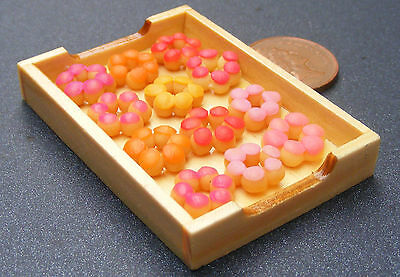 1:12 Star Cakes In A Wooden Tray Dolls House Miniature Bakery Accessory By11
