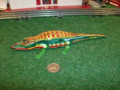 VINTAGE COLLECTABLE TIN FRICTION STYLE ALLIGATOR - VERY NICE