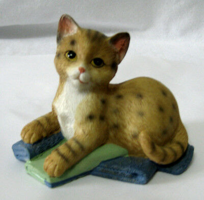"Cat on Blanket Figurine/4""/Vintage"