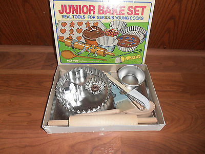 Vintage Minty 1970's Boxed  Childrens 13 pc Junior Baking set   #4619