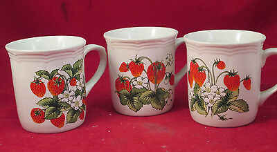 SET OF 3 PORCELAIN CUPS, STRAWBERRY THEME