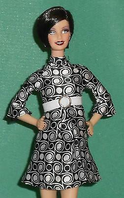 LOVELY BLACK AND WHITE MOD STYLE DRESS!