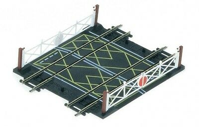 Hornby R636 Double Track Level Crossing OO Gauge