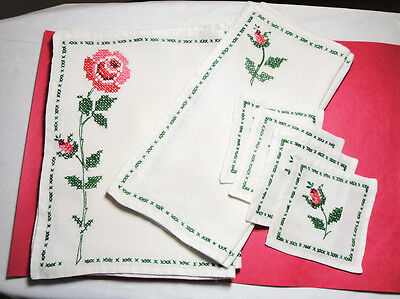 VINTAGE CROSS STITCH LINENS SET PLACE MATS NAPKINS COASTERS 4 EACH PINK RED ROSE