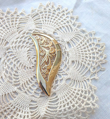 Vintage Beautiful Gold tone Filigree Brooch Pin