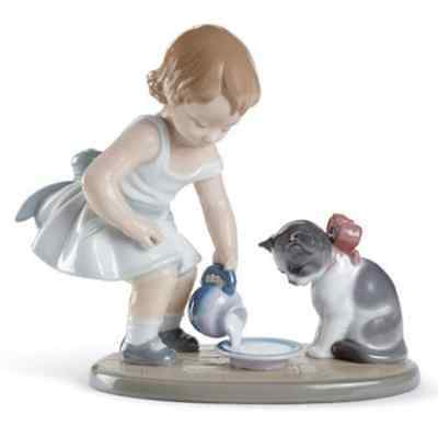Lladro Porcelain Kitty's Breakfast Time Figurine Ornament Girl Cat 01008498 New