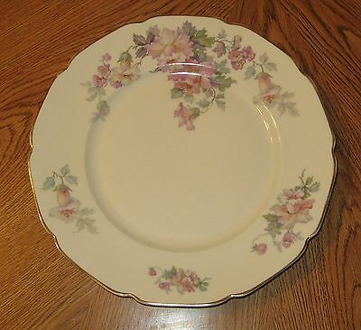 Heinrich H & Co Selb Bavaria HC 124 Dinner Plate Floral w/ Gold Trim Scalloped