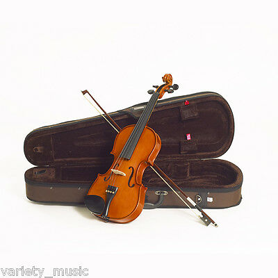 STENTOR - Standard. 1/2 size violin outfit. Solid hand carved top and back.