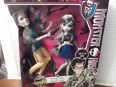 MONSTER HIGH PICNIC CASKET FOR 2 FRANKIE STEIN AND JACKSON JEKYLL 2 DOLL SET HTF