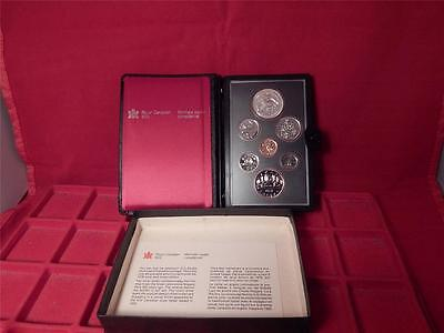 ROYAL CANADIAN MINT 1979 PROOF SET INCLUDES SILVER DOLLAR IN DECORATIVE CASE