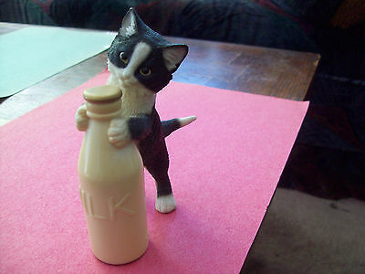 KITTEN  WITH MILK BOTTLE - FIGURINE  NICE