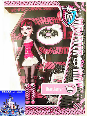 Monster High Bambola DRACULAURA 30cm con Conte Fabulous by Mattel Barbie nuovo