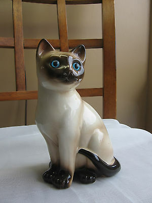 Vintage Siamese Cat Figurine Ceramic Art Pottery BRIGHT Blue Inset Eyes 7""