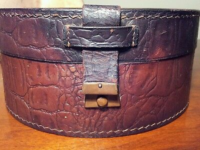 ANTIQUE LEATHER HAT BOX VINTAGE COLLAR PILLBOX  MADE POLAND LINEN LINED 3/4 SIZE
