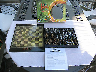Lord of the Rings Fellowship of the Ring Chess Set Parker Bros Hasbro 2002