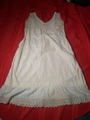 ANTIQ;UE LADIES COTTON NIGHT GOWN,HAND SEWN WITH LACE