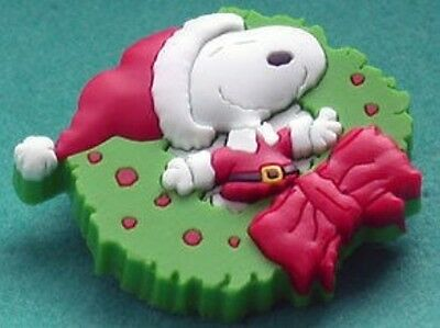Peanuts Snoopy Santa In Xmas Wreath Pin Cute!