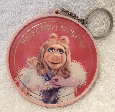 VINTAGE RARE 1981 MUPPETS MISS PIGGY HENSON PINK KEY CHAIN HAVE A KISSY DAY USA