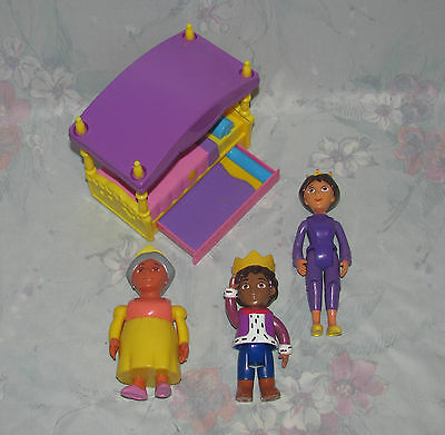 Dora Explorer Magical Castle House Bed, Mami, Diego, Abuela - Crowns