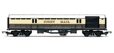 R4526 Night Mail Operating Mail Coach Hornby Model Railway