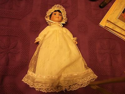 PORCELAIN DOLL VINTAGE W/LACE DRESS,NICE CHRISTMAS  BABY DOLL TOY   1W73