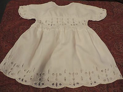 Robe D'enfant  Ancienne Fin Lin  Broderies En Relief / Poupee /child Doll  Dress