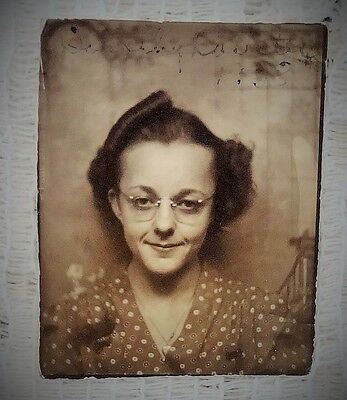 "VINTAGE 1940'S PHOTOBOOTH PHOTO - LADY NAMED DOROTHY - SIZE 2"" X 1.5"" TOTAL"