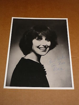 Una Stubbs  10 x 8 early 1970s Photograph (Hand Signed)