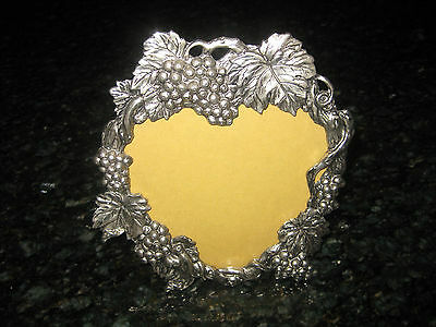 """RETIRED 1993""""ARTHUR COURT""""GRAPES&LEAVES METAL HEART PICTURE FRAME"""