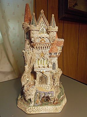 David Winter Cottage Witch's Castle #D1025 1998 - With Minor Damage