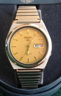 Vintage Seiko 5 Automatic Day Date 21 Jewels 7S26-0570 Men's Indiglow Watch