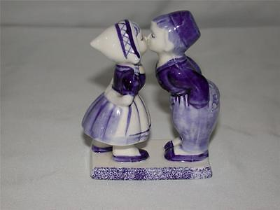 DELFT BLUE HANDPAINTED DALC KISSING BOY & GIRL COUPLE MADE IN  HOLLAND FIGURINE