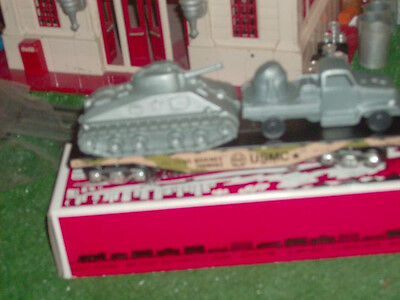 MARX MODERN ERA  7331-2 USMC FLAT CAR WITH MILITARY VEHICLES  NIOB   RARE