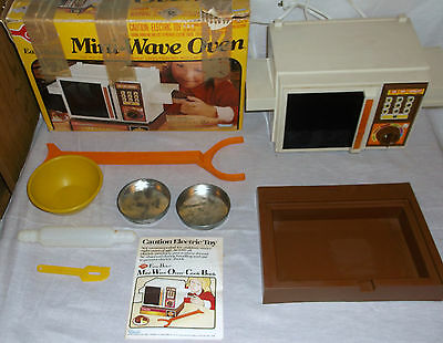Vintage Kenner Easy Bake Mini-Wave Oven Toy In Original Box