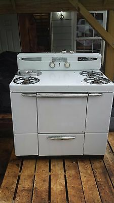 Vintage Maytag Gas Stove-Oven w Deepwell Circa 1955