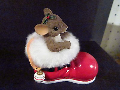 Charming Tails YOU'RE A MERRY SOLE Mouse In Furry Christmas Shoe 98/352