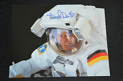 THOMAS REITER signed Autogramm In Person 20x25 cm ESA , MIR , ISS ASTRONAUT